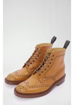 Trickers Stow Brogue Boot Acorn (Made in England)      Tricker's (Since 1829)     Contrast Brogue Pattern     Handmade     Leather Lined with Leather Insoles     Waxed Laces     Free shipping in UK