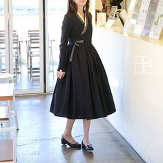 Hanbok by Leesle Korean Traditional Clothes, Traditional Fashion, Traditional Dresses, Korea Fashion, Asian Fashion, Chifon Dress, Korea Dress, Modern Hanbok, Dress Outfits