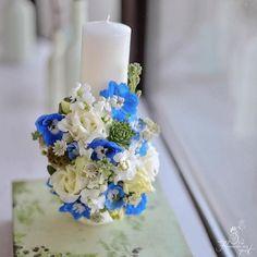 """0 aprecieri, 1 comentarii - Florarie cu gust (@florarie_cu_gust) pe Instagram: """"Lumânare botez băiețel. #baptisms #blue #florariecugust #itsaboy #delphinium #lisianthus…"""""""