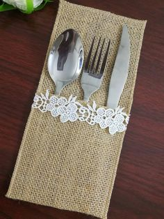 Burlap Ngredients: natural hemp, Burlap Colors: natural brown, All edges are,Machine sewn around to prevent fraying. Silverware holder measures: pocket depth If Need other sizes or pieces, you can email tell me the size you Burlap Silverware Holder, Cutlery Holder, Burlap Table Decorations, Bridesmaid Belt, Crochet Doily Rug, Burlap Projects, Wedding Favor Bags, Napkin Folding, Diy Crafts For Gifts