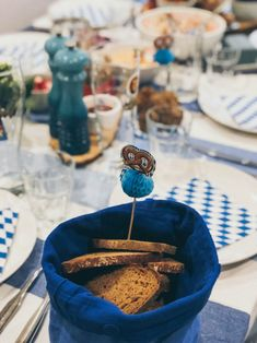 Oktoberfest im November - Warum nicht?! - maimaldrei Dessert, November, Table Decorations, Motto, Sour Pickles, Bavarian Cream, Pear Recipes, Good Food, Oktoberfest