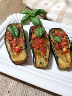 baked in the oven-Melanzane alla sarda… cotte al forno Sardinian aubergines … baked in the oven! Meat Recipes, Vegetarian Recipes, Cooking Recipes, Joy Of Cooking, Healthy Cooking, Beef Skillet Recipe, Confort Food, Friend Recipe, Good Food