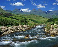 The Drakensberg Mountains, KwaZulu Natal, South Africa Places To Travel, Places To Visit, South Africa Safari, Namibia, Foto Blog, Kwazulu Natal, Africa Travel, Beautiful Places, Wonderful Places