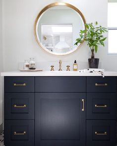 «Just about perfect vanity by @holstbrothersinc!  #IDCDesigners  #interiordesigner #houzz #elledecor #architecturaldigest #housebeautiful #hgtv #wayfair…»