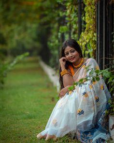 Saree Fashion, Bollywood Fashion, Bengali Video, Saree Poses, Indian Photoshoot, Snapseed, Indian Beauty Saree, Saree Styles, Video Editing