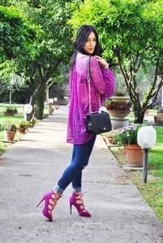 Statement sleeves, maniche oversize, sbuffo, pizzo, blusa, lace blouse, magenta, hot pink, outfit primavera 2016, trend, lace up heels, sandali intrecciati, high heels, ootd, look, moda 2016, fashion, trend chic - outfit fashion blogger Heels Allure by Marianna Farese