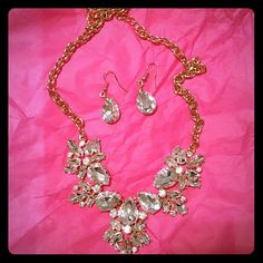 BEAUTIFUL Brand new statement necklace set Earrings & necklace set With stunning sparkly crystals Yellow gold tone NWOT Jewelry Necklaces
