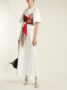 Scarf-detail T-shirt dress Look Fashion, Diy Fashion, Runway Fashion, Fashion Dresses, Womens Fashion, Fashion Design, Scarf Dress, Turbans, Classy Dress