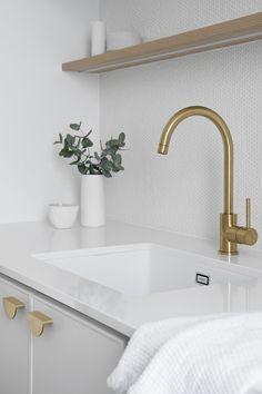 Classic Coastal Laundry — Zephyr + Stone Home Design, Küchen Design, Laundry Chute, Laundry Storage, Modern Laundry Rooms, Laundry In Bathroom, Laundry Room Inspiration, White Sink, Laundry Room Design