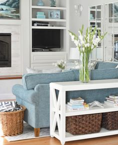 How To Quickly And Easily Create A Living Room Furniture Layout? Small Living Room Design, Living Room Colors, Small Living Rooms, Home Living Room, Living Room Designs, Living Room Furniture Layout, Living Room Furniture Arrangement, Table Behind Couch, Living Room Arrangements