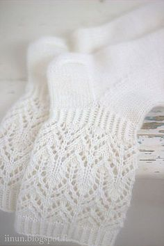 Beautiful and delicate lace pattern makes these socks wonderfully romantic! Diy Crochet And Knitting, Crochet Socks, Lace Socks, Wool Socks, Knitting Socks, Baby Knitting, Knitted Slippers, Fair Isle Knitting, Knitting Machine