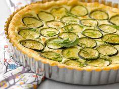 Découvrez la recette Tarte aux courgettes et chaource sur cuisineactuelle.fr.