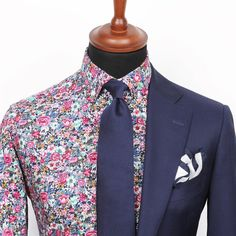 Welcome to Grand Frank! Here you'll find suits, shirts, watches, ties and more! Be on top of the style-chain with Grand Frank. Mens Fashion Suits, Mens Suits, Blazers, Formal Shirts For Men, Wool Tie, Suit Shirts, Navy Suits, Groom Suits, Groom Attire