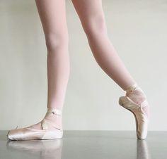 Ballerina Feet, Ballet Feet, Ballet Dancers, Ballet Pictures, Dance Pictures, Ballet Tumblr, Bird Set Free, Ballet Painting, Workout Pictures