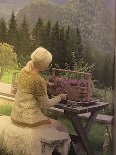 Ravelry: Sørlandskofte pattern by Lene Holme Samsøe og Liv Sandvik Jakobsen Fair Isle Knitting, Ravelry, Diy, Knits, Projects, Painting, Patterns, Design, Shell Tops