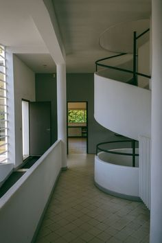 Maristella travels to Poissy, in the outskirts of Paris, to visit Le Corbusier's modernist architecture masterpiece, the Villa Savoye. Interior Architecture, Interior Design, Pierre Jeanneret, Le Corbusier, Beautiful Buildings, Villa, Stairs, House, Modernism