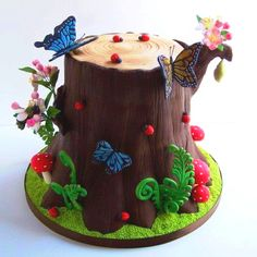 Cake Wrecks - by Tea Party Cakes - Tree Cake Wrecks, Tree Stump Cake, Cupcake Cakes, Cupcakes, Bug Cake, Woodland Cake, Spring Cake, Garden Cakes, Tree Cakes
