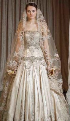 18 Different Types of Indian Wedding Dresses for Indian Bride | Starsricha