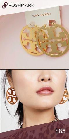 Swiss Style, Gold Hoop Earrings, Fashion Design, Fashion Tips, Fashion Trends, Dust Bag, Tory Burch, Women Jewelry, Cosmetics