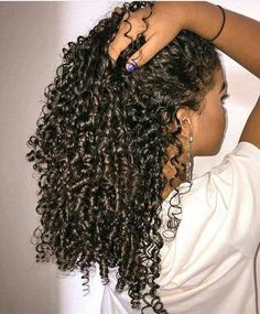To have beautiful curls in good shape, your hair must be well hydrated to keep all their punch. You want to know the implacable theorem and the secret of the gods: Naturally curly hair is necessarily very well hydrated. Which… Continue Reading → Grow Long Hair, Long Curly Hair, Curly Hair Styles, Natural Hair Styles, Mixed Curly Hair, Kinky Curly Hair, Black Curly Hair, Relaxed Hair, Bad Hair