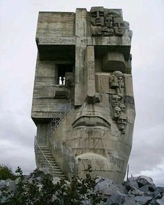 Mask of Sorrow, Magadan, Russia. I wonder if a sculpture resembling this could be made from pieces of scrap lumber. Futuristic Architecture, Amazing Architecture, Art And Architecture, Illustration Inspiration, Sculpture, Brutalist, Statues, Concept Art, Scenery