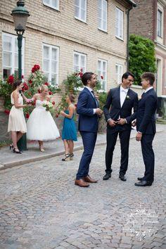 wedding photo, groom and bestmen, bride and bridesmaides, vintage wedding, wedding photos in the street, my work, wedding photographer from sweden, www.josefinjohnsson.com