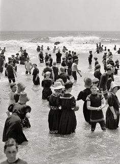 1910 Atlantic City - Love the vintage suits!