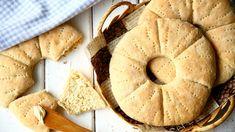 Nämä kaurareikäleivät ovat ihania! Ne ovat pehmeitä, kuohkeita ja todella maukkaita. Ne ovat on yksi herkullisimmista leivistä, jota olen koskaan tehnyt. Leivät ovat herkullisia uunituoreina, mutta olivat ihanan pehmeitä ja tuoreenoloisia myös seuraavana päivänä. Tämän kauemmin leivät eivät meillä säilyneetkään. P… Bread Baking, Apple Pie, Bread Recipes, Camembert Cheese, Food And Drink, Desserts, Baking, Postres, Dessert