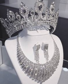Fashion Hits 💐Fashion,Fashion Weeks,Trends, Photography、Glamour and Luxury ; Cute Jewelry, Jewelry Sets, Jewelry Accessories, Bridal Tiara, Bridal Jewelry, Accesorios Casual, Fantasy Jewelry, Tiaras And Crowns, Diamond Are A Girls Best Friend