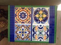 Tampo de mesa em mosaico, com azulejos e pastilhas de vidro (a base da mesa não…