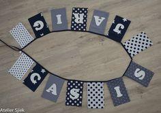 Vlaggenlijn van stof met vilten letters #vlaggenlijn #naamslinger #verjaardag #jongen