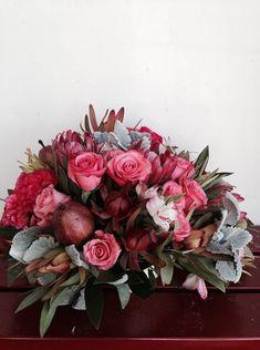 Stunningdeep red  flower arrangement by  ponderosa and thyme #flowerarrangement #red #centerpiece