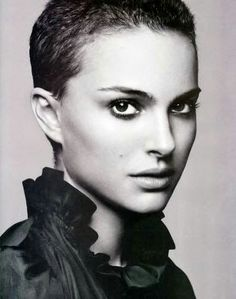 """Natalie Portman wears an extreme pixie haircut & makes it look amazing! (cut short for a role in Vendetta.""""V"""" years ago.it was a """"buzz cut"""" & this is longer. Curly Pixie Hairstyles, Short Pixie Haircuts, Summer Hairstyles, Trendy Hairstyles, Short Hair Cuts, Short Hair Styles, Hairstyles 2018, Beautiful Hairstyles, Celebrity Hairstyles"""