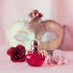 I like the idea of using a mask in a still life to showcase a favourite perfume(s). I have a lace fan as well that I could incorporate.