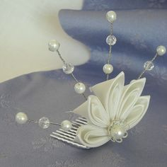A simple but elegant kanzashi tiara for the bride to be