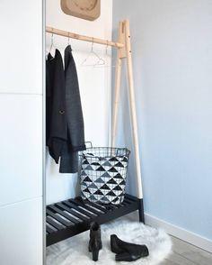 Dit kledingrek (Jennet 100 x 46 x 172 cm) is nu bij Jysk flink afgeprijsd. In plaats van 7999 kost deze namelijk 60. Bovendien krijg je alleen vandaag nog 10% extra korting op alles vanwege het VIP weekend. Hierdoor betaal je nu 54. http://tidd.ly/f456acfb