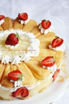 La ricetta della felicità: Torta di savoiardi con fragole e ananas facilissima, veloce e scenografica!