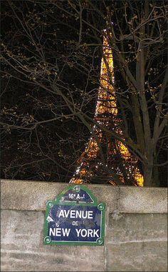Avenue de New York street sign in Paris