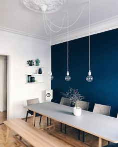 dark blue wall color lets the dining room of member Kristina Wamsley. - Esszimmer -The dark blue wall color lets the dining room of member Kristina Wamsley. Dining Room Blue, Dining Room Walls, Dining Room Design, Blue Walls Kitchen, Blue Living Room Walls, Blue Wall Colors, Room Wall Colors, Color Walls, Color Blue