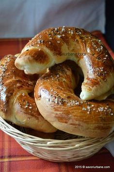 Cornuri-sarate Pastry And Bakery, Bread And Pastries, Cooking Bread, Easy Cooking, Pastry Recipes, Cooking Recipes, Paratha Recipes, Romanian Food, Romanian Desserts