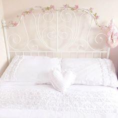 Pretty Bed with Rose Garland & Dunelm White Rosalie Bed Linen… Cama Ikea, Ikea Bed, My Room, Girl Room, Ideas Habitaciones, Neutral Bed Linen, Dream Bedroom, Girls Bedroom, Bedrooms