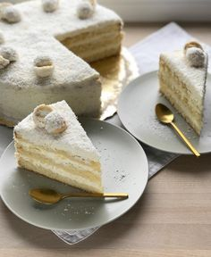 Rafaello cake & a light almond biscuit with white chocolate cream . :separator:Rafaello cake & a light almond biscuit with white chocolate cream . Artisan Food, Homemade Cake Recipes, My Dessert, Chocolate Cream, Food Cakes, Biscuits, Cake Decorating, Favorite Recipes, Sweets