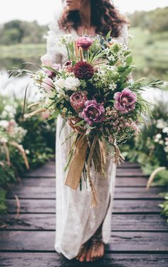 bohemian bride with a wild organic bouquet