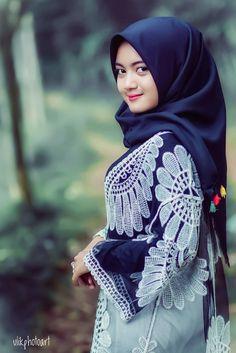 Arab Girls Hijab, Girl Hijab, Muslim Girls, Muslim Women, Beautiful Hijab, Beautiful Women, Woman Face, Asian Beauty, Asian Girl