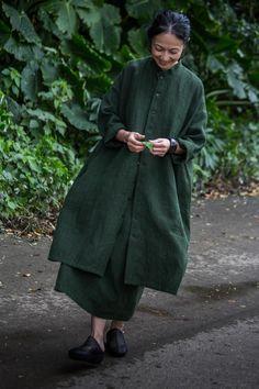 Dress, Long Jacket linen April, 2017 Photograph by Yuriko Takagi Kimono Fashion, Boho Fashion, Fashion Dresses, Womens Fashion, Fashion Design, Bohemian Mode, Cool Style, My Style, Long Jackets