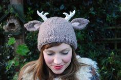 deer with little antlers hat KNITTING von TinyOwlKnitsPatterns