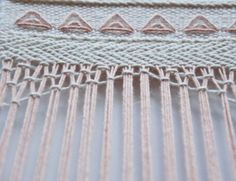 How to knot your warp threads to create a lace pattern in your weave!