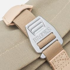 Brooks England Pickwick Medium I Sand I Details