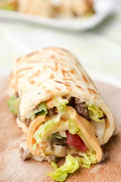 The best low carb big mac role ever! With delicious Big Mac Dressing - Weight Watchers Big Mac Roll – Low Carb and really tasty - Big Mac, Low Carb Wraps, Wrap Recipes, Low Carb Recipes, Healthy Recipes, Healthy Food, Clean Eating Snacks, Clean Eating Recipes, German Recipes