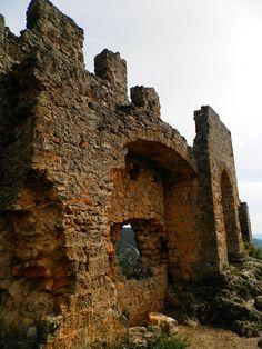 Chateau du géant - Saint Guilhem le Désert. Languedoc-Roussillon